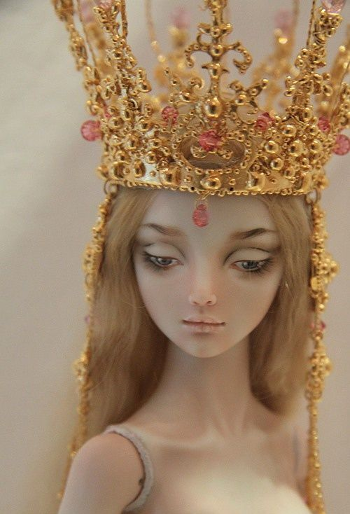 Enchanted doll ...the burden of a crown!