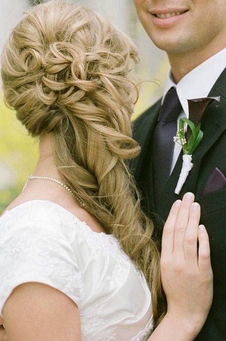 Hochzeitsfrisur seitlich offen