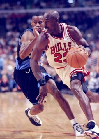 Michael Jordan maneuvers around Derek Anderson.