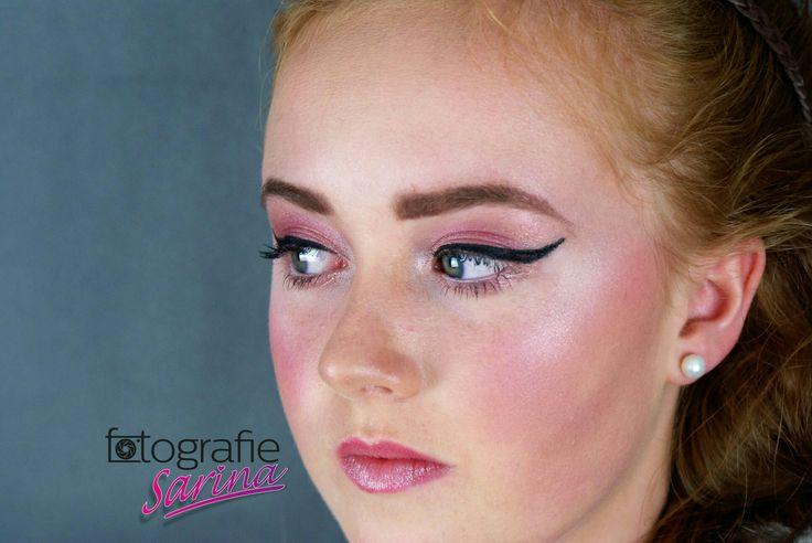 Redhead. Photoshoot. Photo. Portret. Fotografie Sarina. Make-up. Beauty. Eyeliner. Visagist. Fotograaf. Glamour. Iris. Foto.