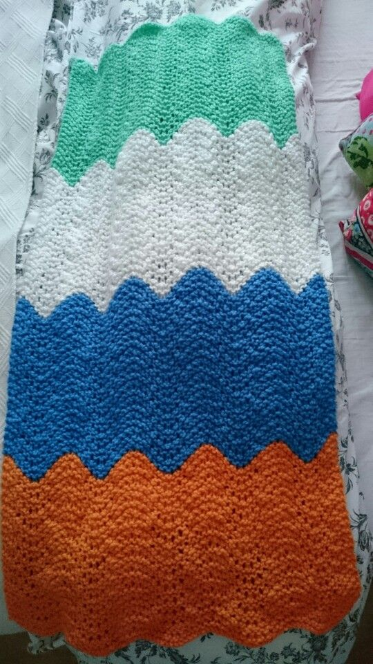 Scallop edge knitted blanket