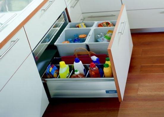 Идеи и решения для организации хранения на кухне.\n\nХозяйке на заметку: большинство использованных в примерах вещей можно найти в Икеа.\n