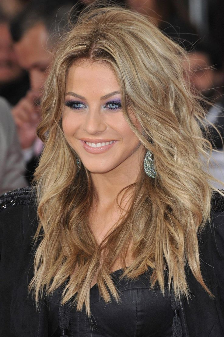 I like her hair color.  Julianne Hough