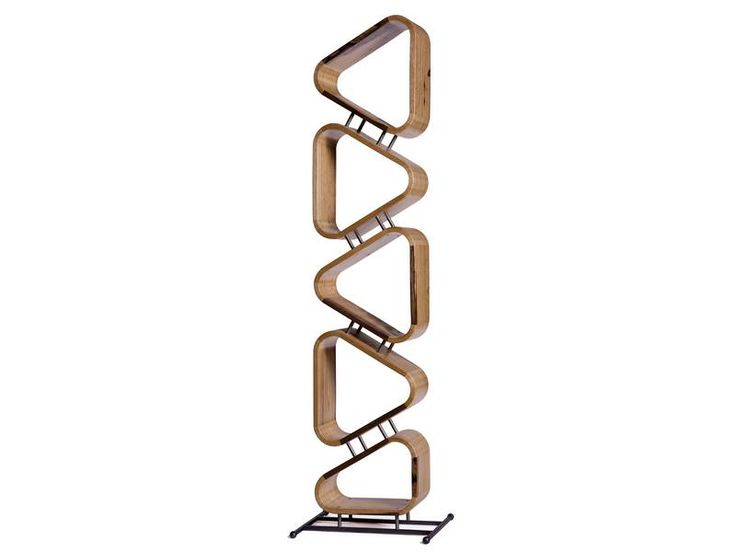 Reuleaux triangles bookcase by Aviad Mishaeli | כוננית משולשי עץ, אביעד מישאלי