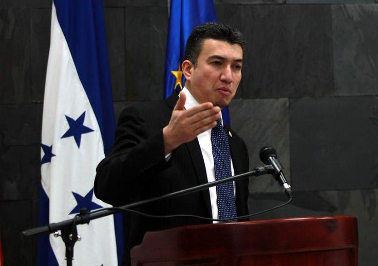 Honduras: Corte Suprema crea juzgados nacionales contra la extorsión El presidente del Poder Judicial nombrará próximamente a los jueces en esa materia Rolando Argueta, presidente de la CSJ, dijo que tiene el compromiso de hacerle frente a la extorsión.