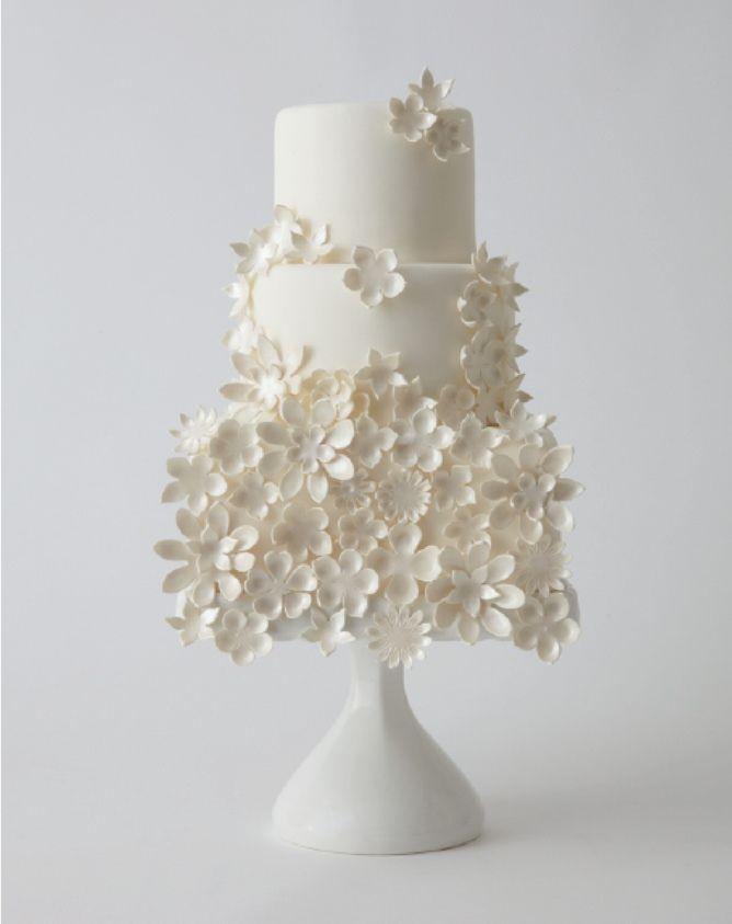 #casamento #bolodosnoivos #branco #flores