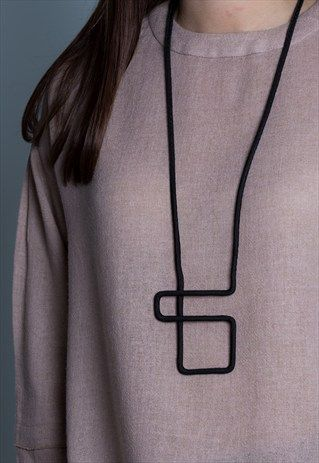 GRAPHIC COLLECTION LONG GEOMETRIC BLACK ROPE NECKLACE