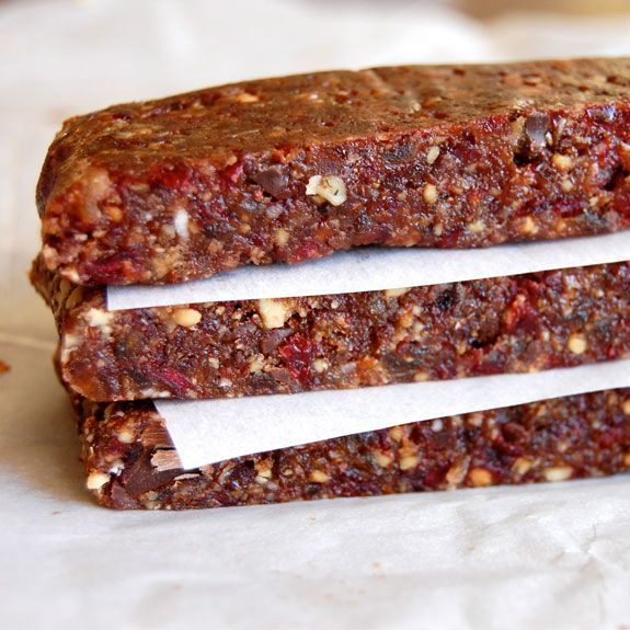 How to Make Homemade Energy Bars- these gluten-free energy bars are awesome! So much better than the store-bought ones.