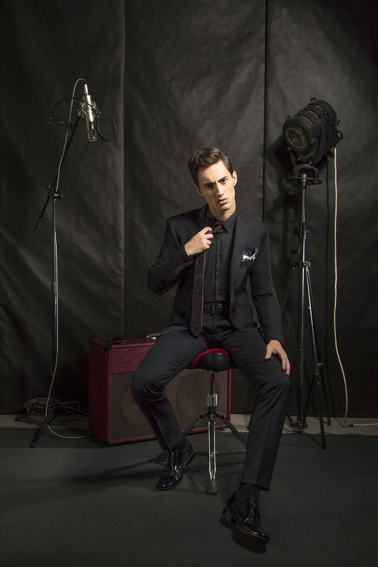 Czarny garnitur na studniówkę marki Giacomo Conti Cristiano 1 A15/28 PO.