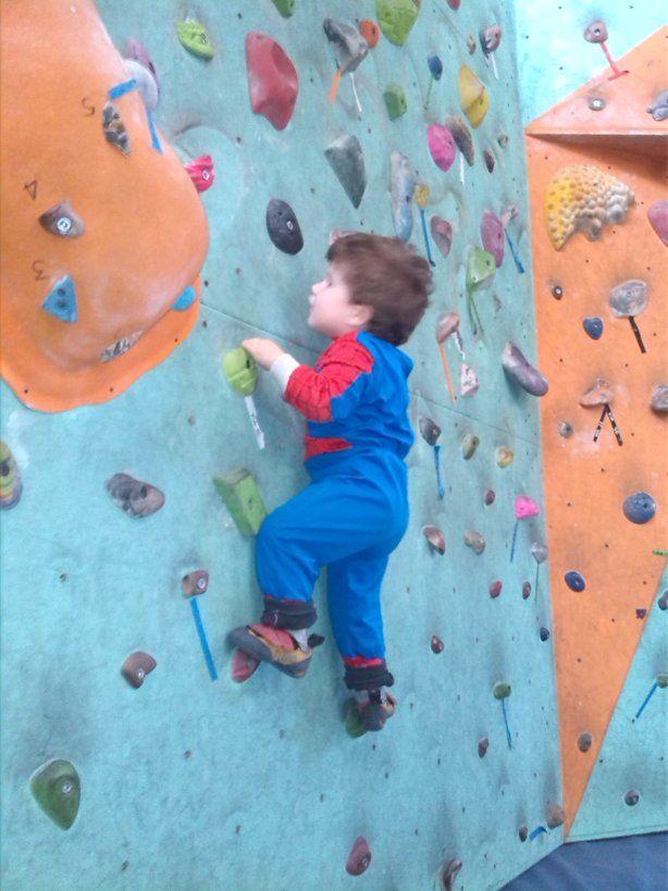 Corso baby climbing