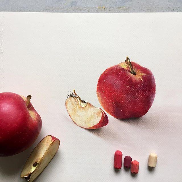 Давно  не было #пастель #рисуюпастелью #яблоки #фрукты #softpastel #softpastels #pastelpainting #cansonpaper #canson #apples