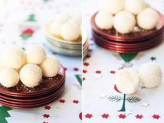 Recetas de Navidad para hacer con niños: Bolitas de coco con leche condensada    http://www.bebesymas.com/recetas/recetas-de-navidad-para-hacer-con-ninos-bolitas-de-coco-con-leche-condensada