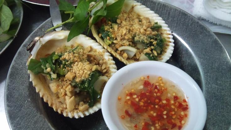 Sò dương nướng mỡ hành (pustulose ark [clam] grilled with oil and green onion)