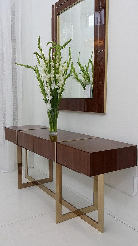 This Wood Entrance Table Is Romantic And Gives Personality To Any Home