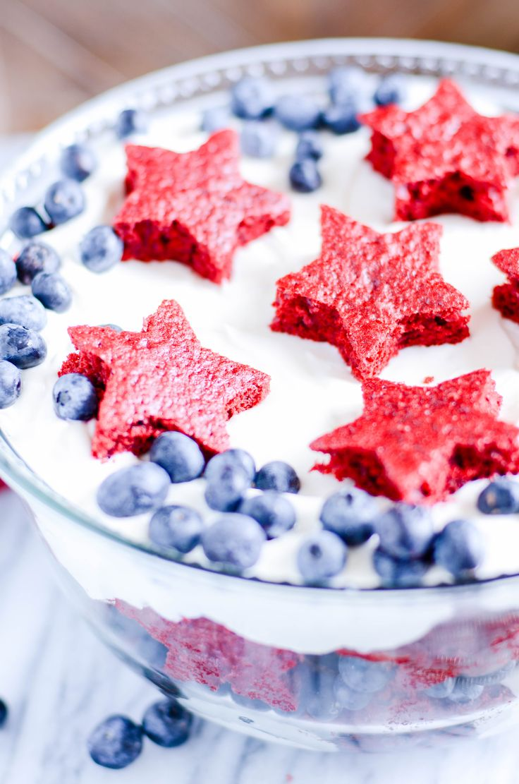Red Velvet, White, and Blueberry Cheesecake Trifle http://www.somethingswanky.com/red-velvet-trifle-in-jar/?utm_campaign=coschedule&utm_source=pinterest&utm_medium=Keat%27s%20Eats&utm_content=Red%20Velvet%2C%20White%2C%20and%20Blueberry%20Cheesecake%20Trifle