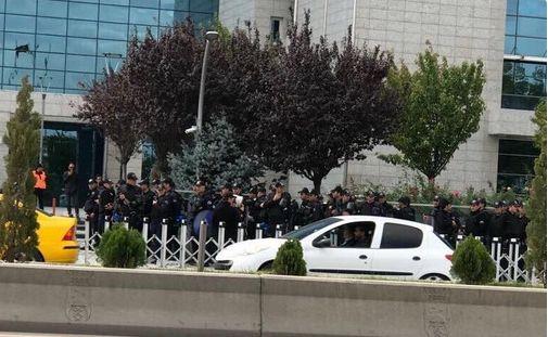 Ankara Büyükşehir Belediyesi önünde Toma ve Polis yığınağı.. - https://jurnalci.com/ankara-buyuksehir-belediyesi-onunde-toma-ve-polis-yiginagi-86549.html