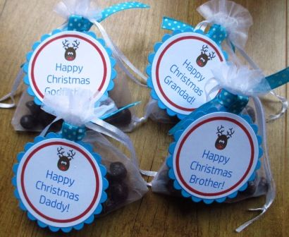 Daddy Reindeer Poop Novelty Gift (mint poppets) with You've been Naughty verse on reverse. Supplied in organza bag with circular tag and tied with turquoise polka dot ribbon.  Prepared in clean and hygienic environment.  Best Before Date May 2018