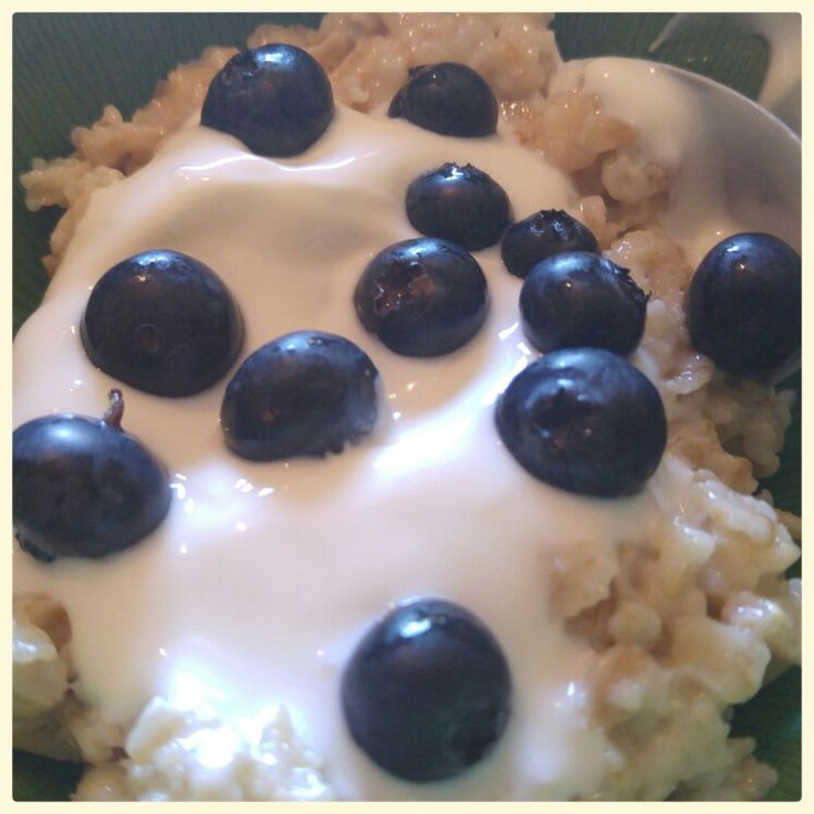 TUES - Porridge with live yoghurt and blueberries