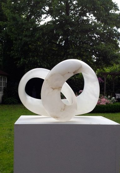 'Infinite Love' - white alabaster, size 30x26x20 cm. - Möbius Heart Sculpture by Agnes Verweij, Netherlands (2015).