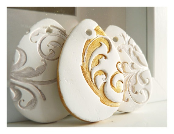 Golden Easter egg French decoration white ceramic by LaNiqueHOME, €4.00