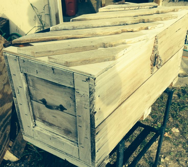 Shabby chic and fabulous old trunk redo