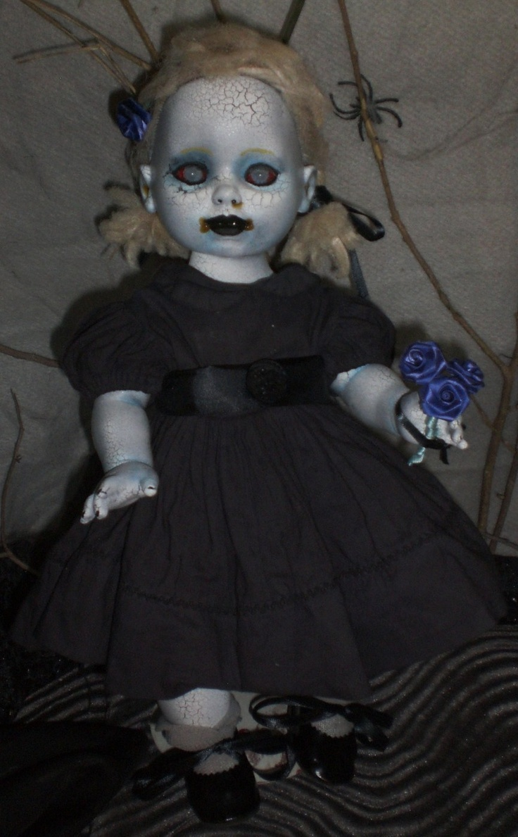17 Best images about Halloween.... on Pinterest | Haunted dolls ...