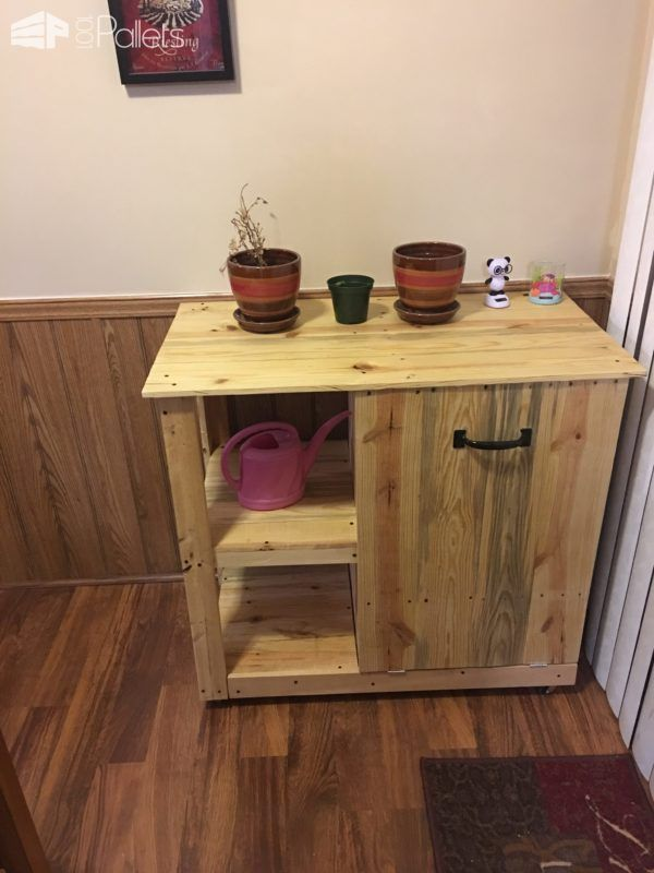 #Kitchen, #PalletCabinet, #PalletShelves, #PalletTrashCanHolder, #RecyclingWoodPallets, #TrashCan This Pallet Trash Can Hideaway Shelving Unit is my first project with pallet wood. It features a tilt-out trash can holder with shelves. I used minimal tools on this one, including a palm sander, 20v cordless saw (Porter Cable), and a drill. I ran