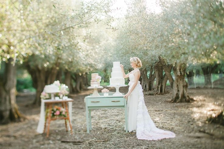 Photography: Avec L'amour Photography www.aveclamourphotography.com/ View more: https://www.fabmood.com/romantic-and-dreamy-pretty-in-pink-inspiration-shoot: