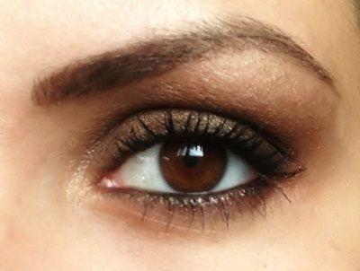 yeux charbonneux tutoriel maquillage1 Tutoriel maquillage pour un regard Bohème Chic