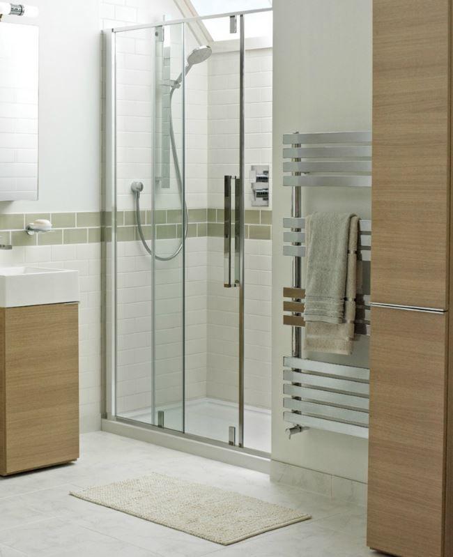 1000 afbeeldingen over badkamers op pinterest toiletten bad kunst en douchecabine - Modern badkamer tegel idee ...