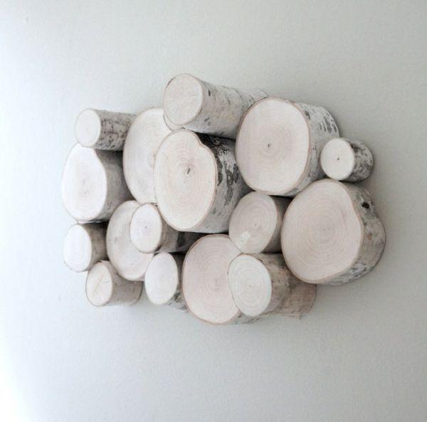 Originelle Deko Aus Kleinen Birkenstammen An Der Wand