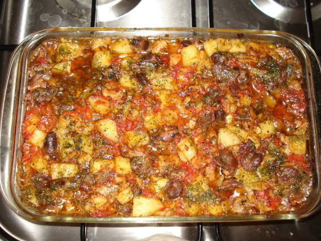 Reteta culinara Tocanita de cartofi cu pipote si inimi din categoria Mancaruri cu carne. Cum sa faci Tocanita de cartofi cu pipote si inimi