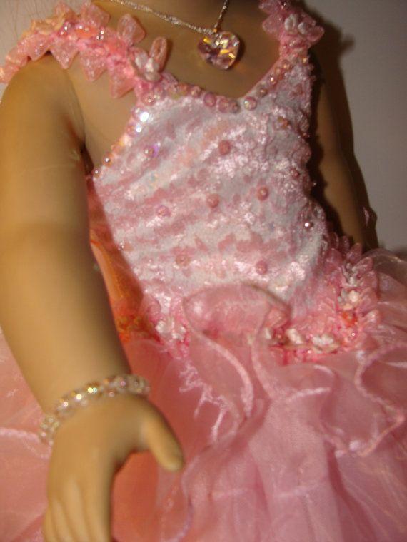Bastante en rosa vestido con volantes para niña americano con