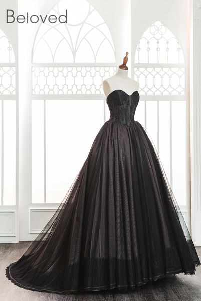 a121ec226e2d Black Tulle Sweetheart Floor Length Wedding Gown Featuring Train nel 2019