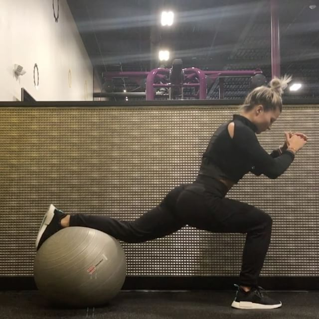 First exercise I would say is an alternative to doing split squats on the TRX! Amazing workout and it's soooo hard to balance. Don't know what happened at the end I was being sassy and kicked the ball? Suzie was HANGRY. Song- Thinkin Bout You by Frank Ocean