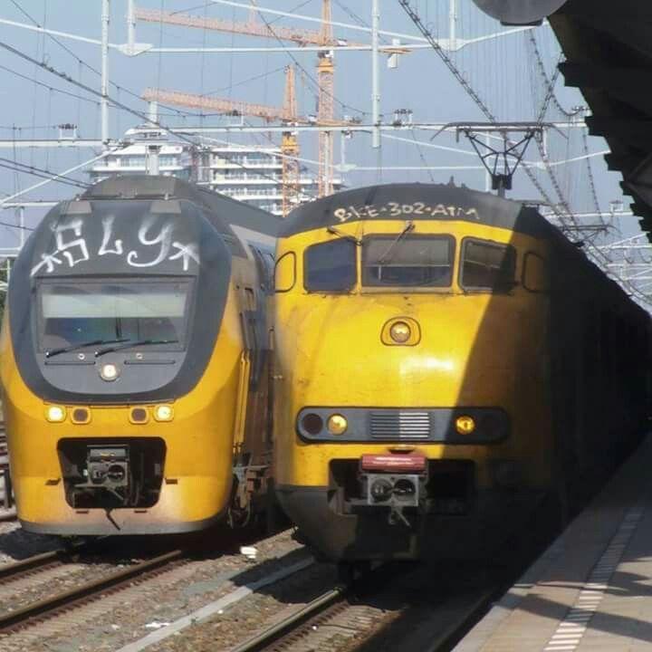 Virm 9580 en mat'64 453 samen in Nijmegen