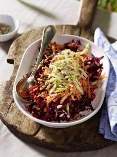 Unser beliebtes Rezept für Rote Bete-Möhren-Apfel-Salat mit Honig-Senf-Dressing und mehr als 55.000 weitere kostenlose Rezepte auf LECKER.de.