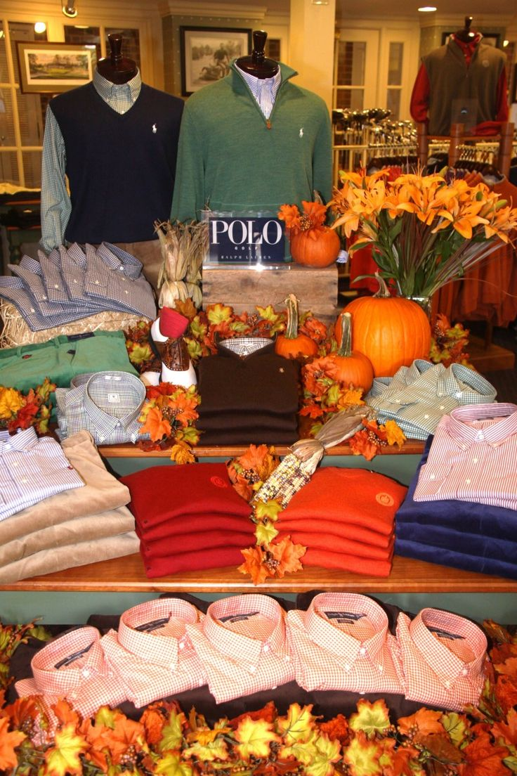 Good use of layers with pumpkins and leaves for colors.  A high bench in front of table at shows?