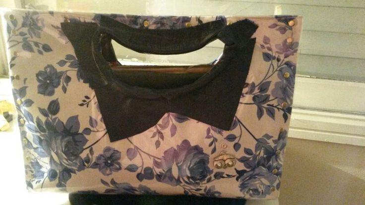 Bolsa con capa plastica y cuero