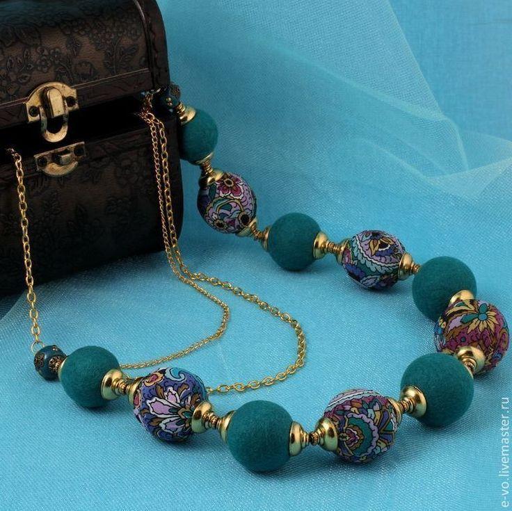 Купить Бусы «Изумруд Востока» - зеленый, изумрудный, восточный стиль, шелк натуральный, войлок, бусы