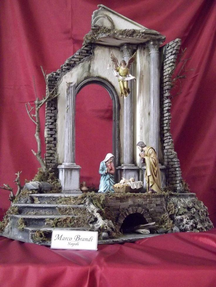 Natività con statue Landi da 12 cm.  La scena è in sughero creata e dipinta a mano.
