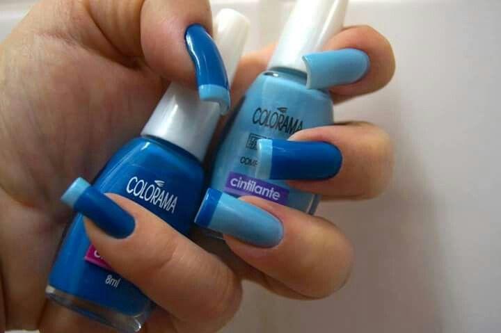 Unhas azul claro e escuro