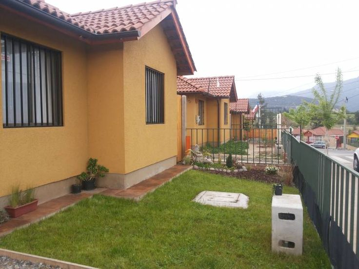 Casa 1 piso (bungalow)   Tres dormitorios, principal en suite con closet incorporado,   Dos baños,   cocina con  loggia o cuarto de lavado  Living - comedor,  Estacionamiento…