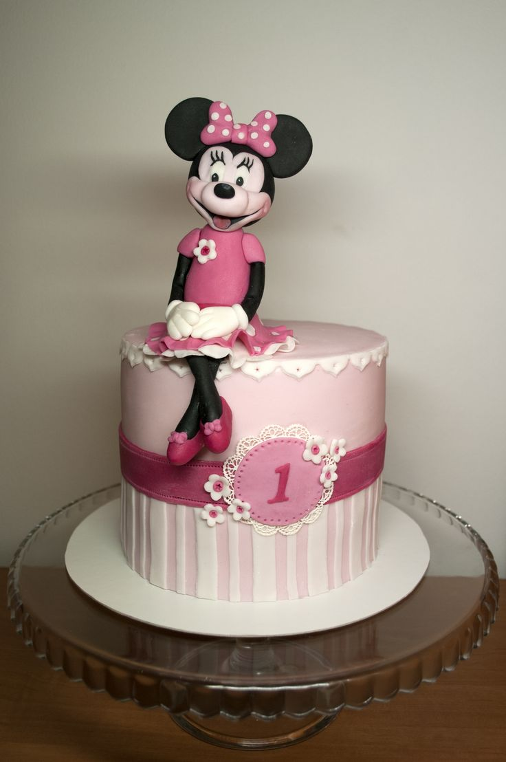Dort s Minnie. Minnie Cake.