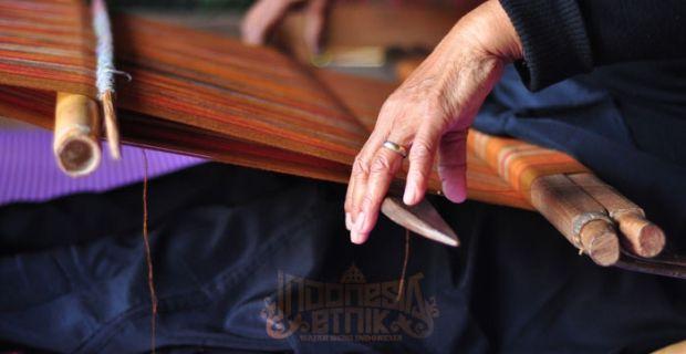 Weaver in Toraja