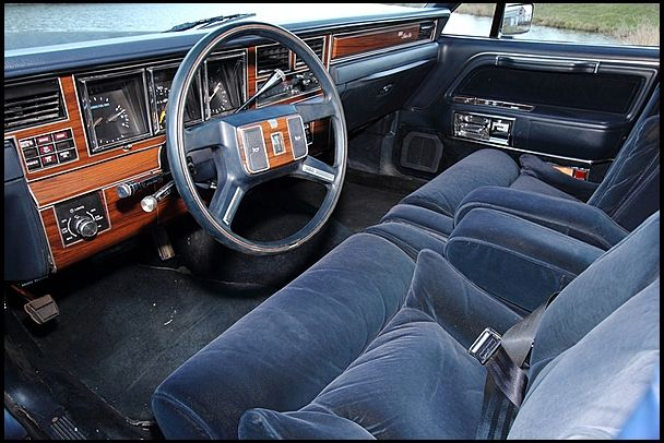 best 25 lincoln town car ideas on pinterest lincoln insurance lincoln vehicles and lincoln. Black Bedroom Furniture Sets. Home Design Ideas