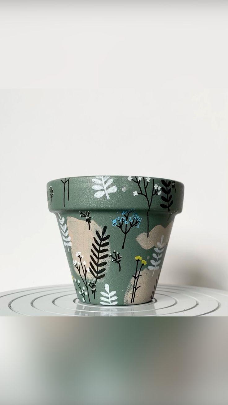 Paint Garden Pots, Painted Plant Pots, Terracotta Plant Pots, Ceramic Plant Pots, Painted Flower Pots, Ceramic Flower Pots, Pottery Painting Ideas, Painting Pots, House Plant Care