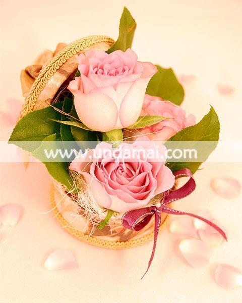 """Aranjament floral pentru 1-8 martie - """"Vintage roses"""" din trandafiri roz in cutie florala"""
