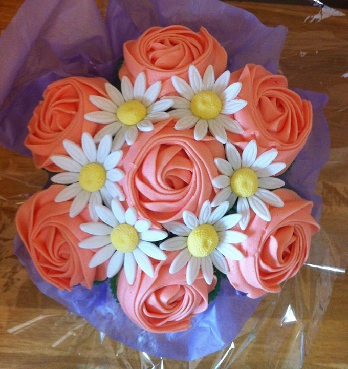 Small cupcake bouquet, view from above. Www.facebook.com/cakeinspirations