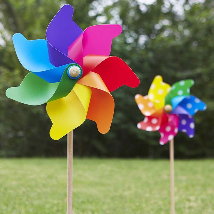 Grande Rainbow & Spots.....#whirlywindmills #grande #outdoors #italian #pinwheels #rainbow #colour